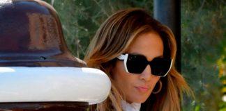 Дженнифер Лопес приехала в Венецию, а ее кружевное платье заставило нас поверить в сказку