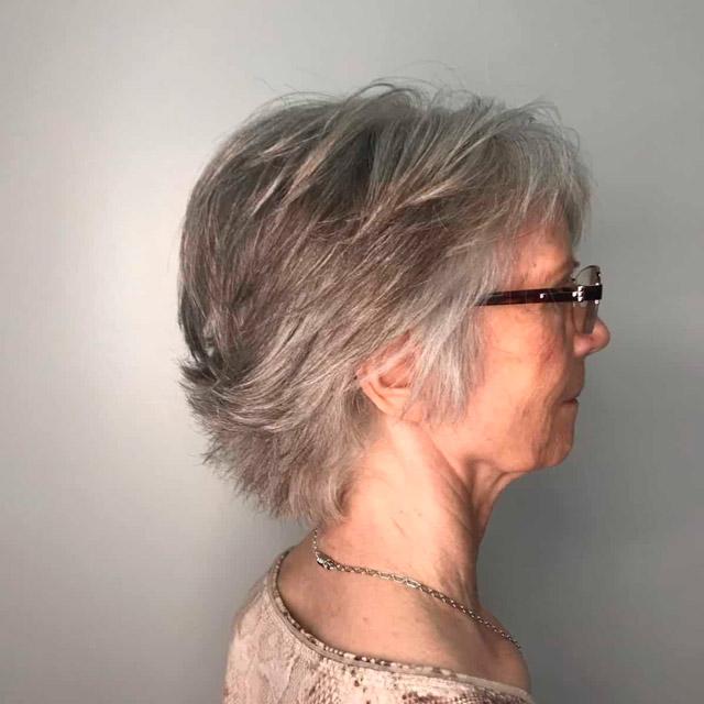 Косматая стрижка для женщин в очках