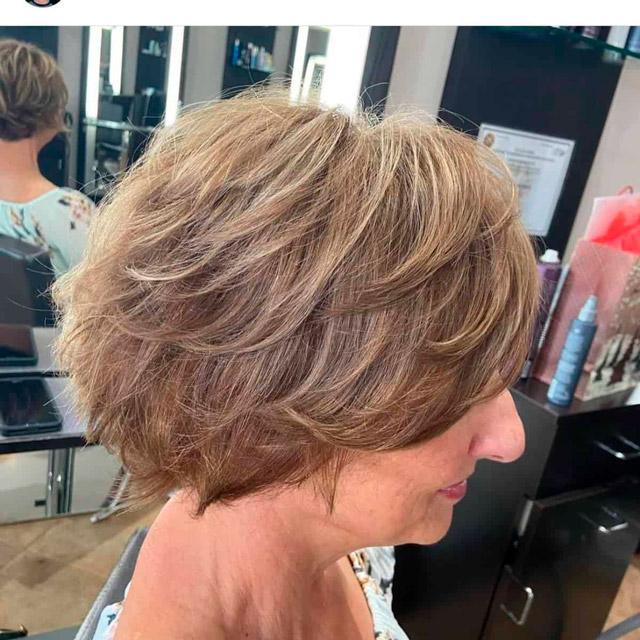 Короткая широкая стрижка для женщин в возрасте