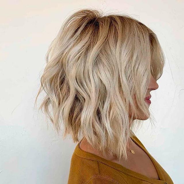 Длинный боб на волнистых волосах
