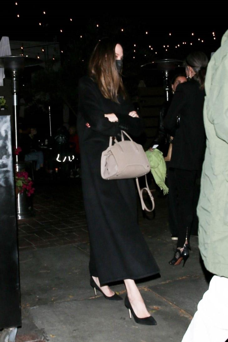 Анджелина Джоли в встретилась с бывшим мужем в ресторане