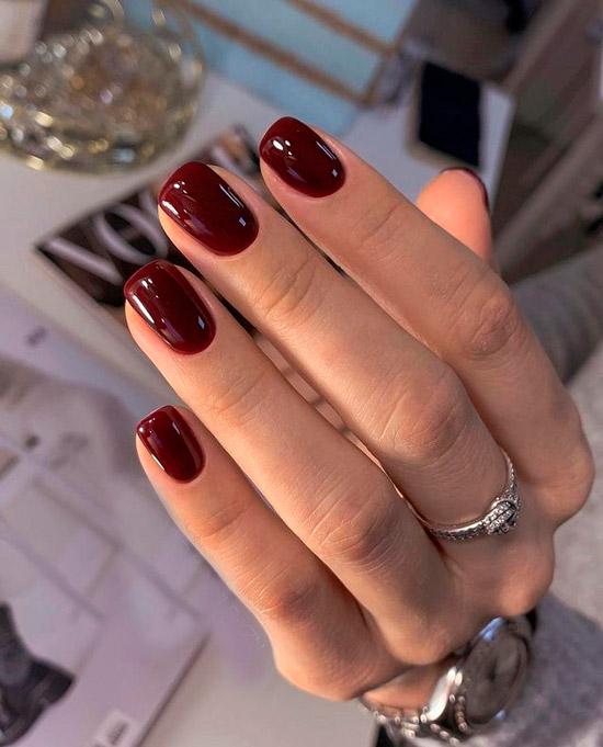 Темно бордовый маникюр на натуральных квадратных ногтях