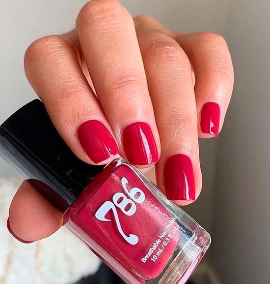 Темно розовый маникюр на коротких натуральных ногтях