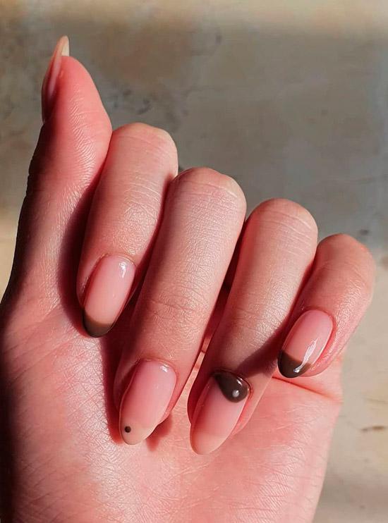 Простой коричневый френч на овальных ногтях