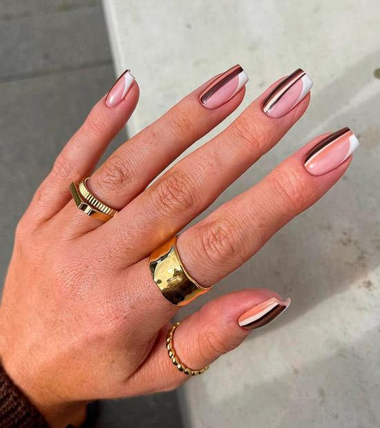 Полосатый коричневый маникюр на квадратных ногтях
