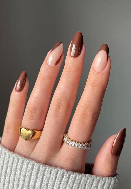 Коричневый френч на овальных ногтях средней длины