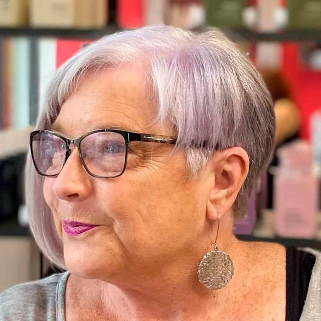 Вневременная короткая стрижка для женщин в возрасте