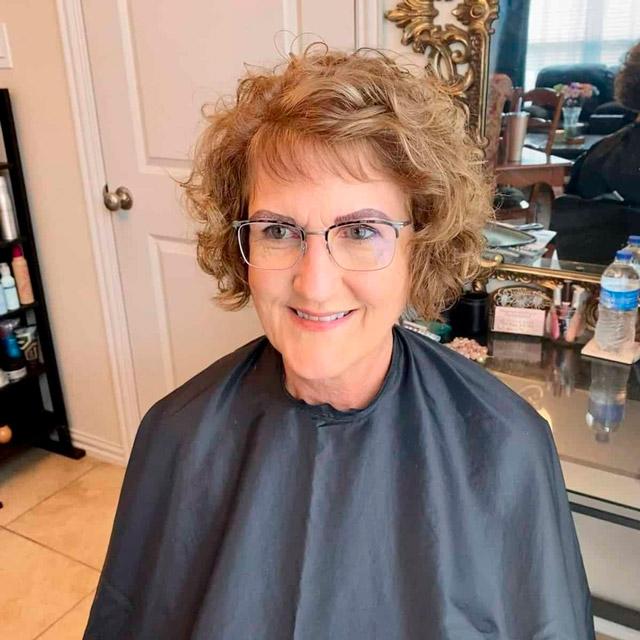 Стрижка с кудрявыми волосами для женщин в возрасте
