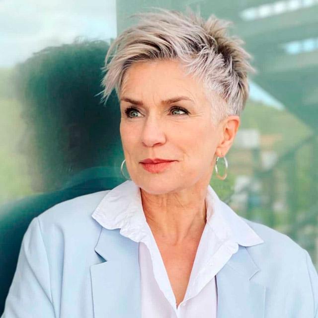 Стрижка пикси на коротких волосах для современных женщин за 60