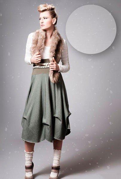 Серая юбка в стиле бохо, чуть ниже колен