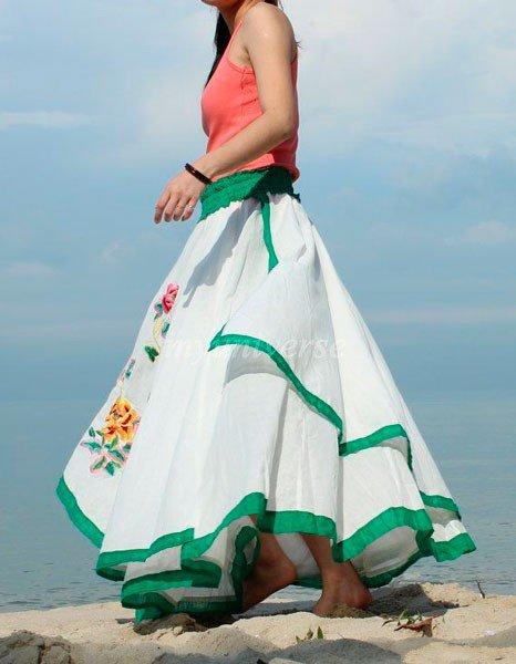 Очень пышная, белая юбка в стиле бохо с цветочками