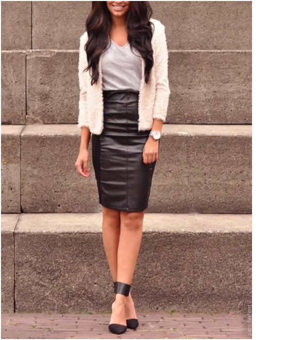 Девушка в черной кожаной юбке с высокой талией и длинном кардигане
