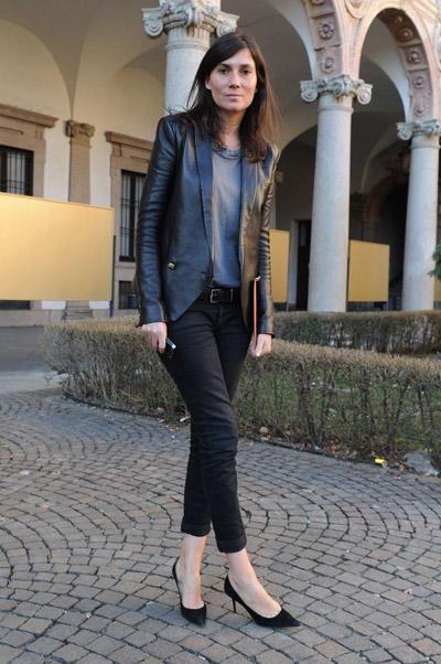 Что одевать с черными джинсами