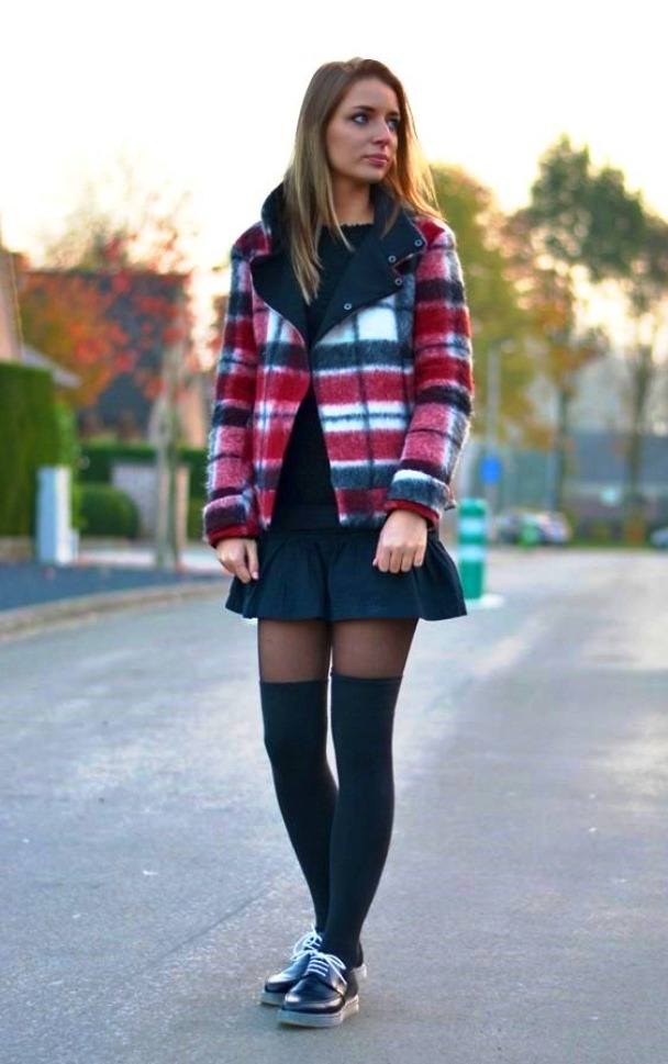 девушки в мини юбке чулках сексуальной обуви фото