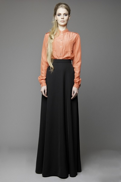 Черная блузка с цветами