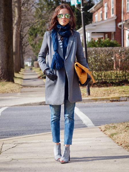 Что носить с серым пальто шарф
